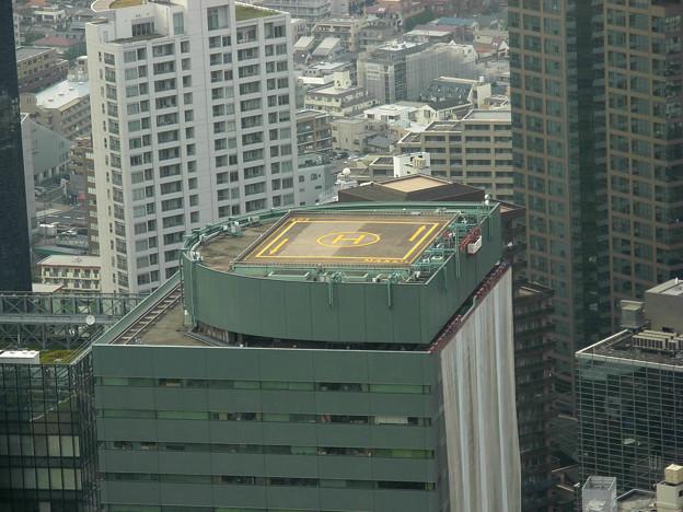 高層ビルのヘリポート