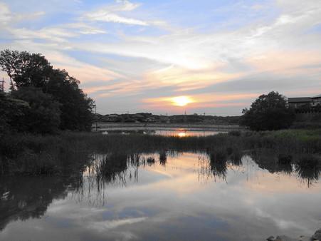 八ッ谷池の夕暮れ