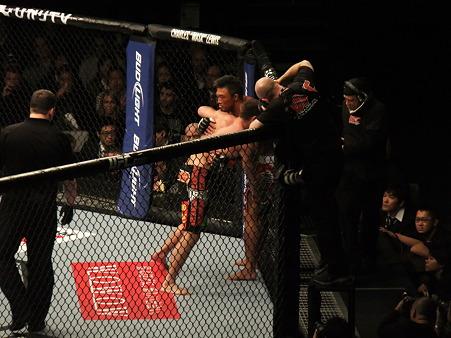 UFC 144 ジェイク・シールズvs秋山成勲 (3)
