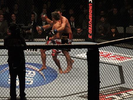 UFC 144 ジェイク・シールズvs秋山成勲 (5)