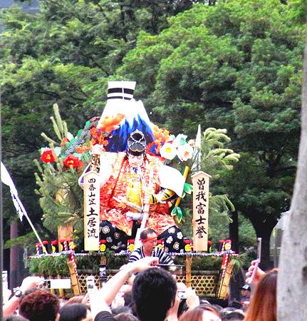 博多祇園山笠 2011 追い山 四番土居流 舁き山 曽我富士誉(そがふじのほまれ)