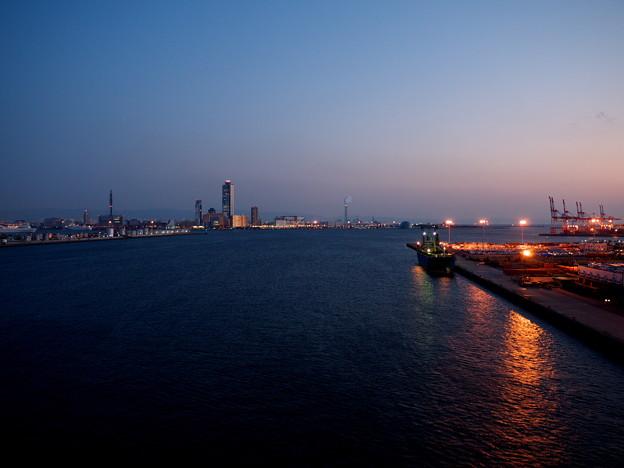薄明、大阪港