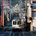 写真: 路面電車の走る街