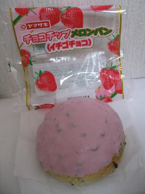 苺チョコチップメロンパン