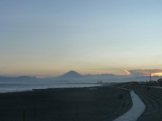 鵠沼海岸と富士山6