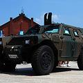 写真: 自衛隊の装甲車