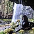 Photos: 滝の裏側から