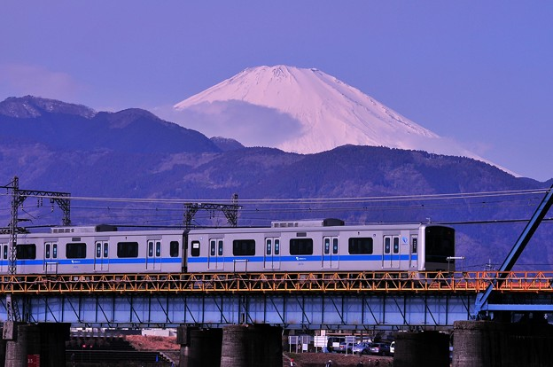 Photos: 今主力の通勤車3000系と真っ白富士山