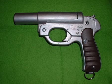 画像…手持ち 癌 住吉(頑 住吉)氏 原型製作 レジンキット「ドイツ軍正式信号拳銃 LP-42」 キット(組立済) 左側